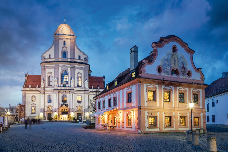┬®-Fotolia.com-74713892-L-Altstadt-Alto╠êtting-Basilika-St.-Anna-Bayern